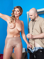 40 Something - What can cock cream do for newcomer Lynn? - Lynn (45 Photos)