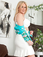 Anilos.com - Freshest mature women on the net featuring Anilos Alexia Blue milf jobs