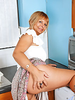 Anilos.com - Freshest mature women on the net featuring Anilos Alex milf nude